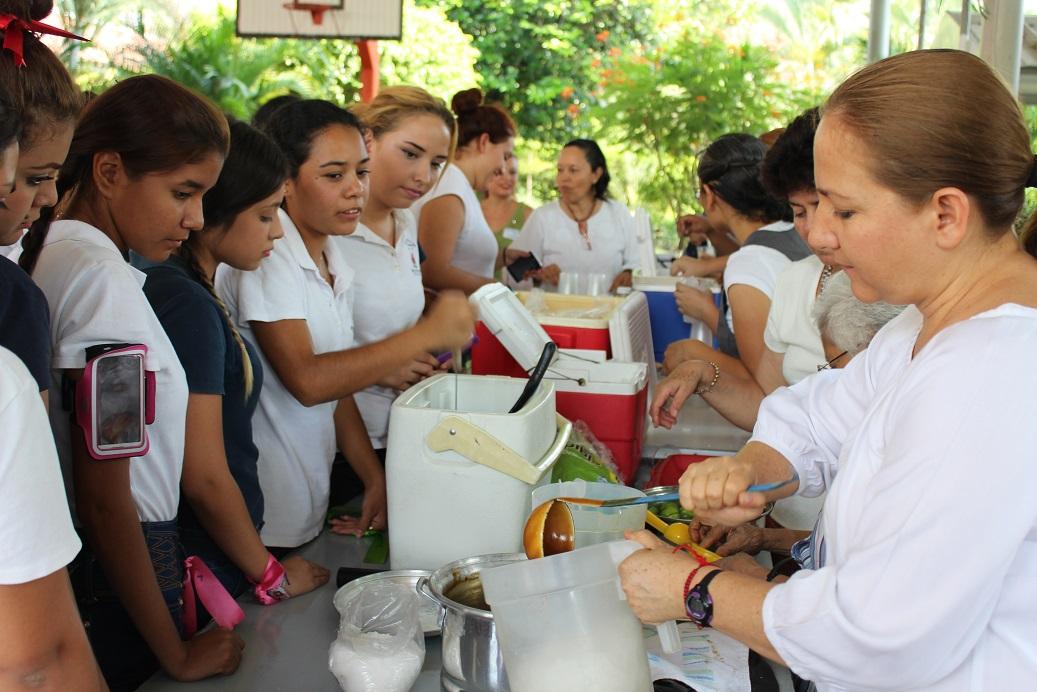 Vasco de Quiroga festeja a estudiantes por su día social